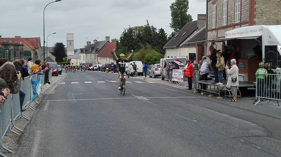 Victoire de Christophe GIROULT et le podium de l'ecole de cyclisme