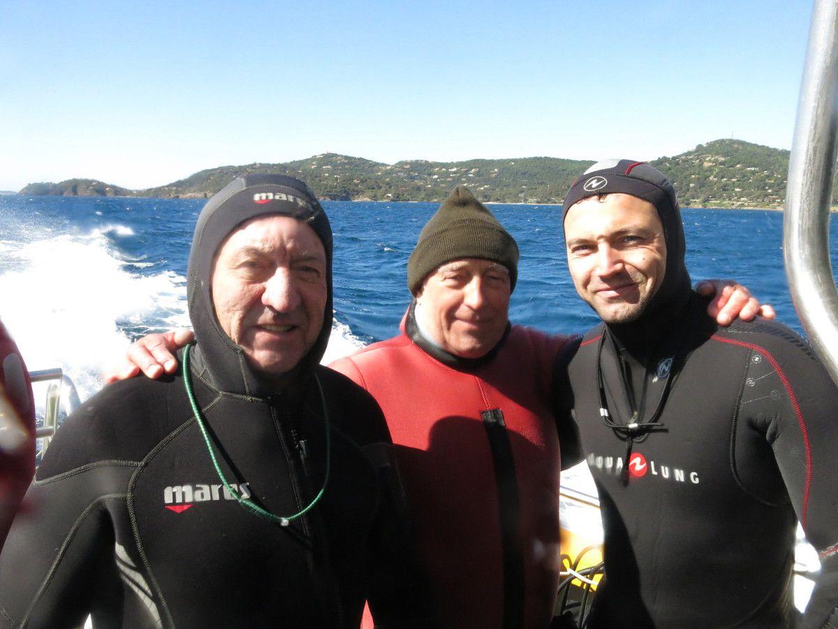 """Edgar, Daniel et Thibaut, ravis d'avoir réaliser une belle plongée, malgré la """"barbe à papa"""" !"""