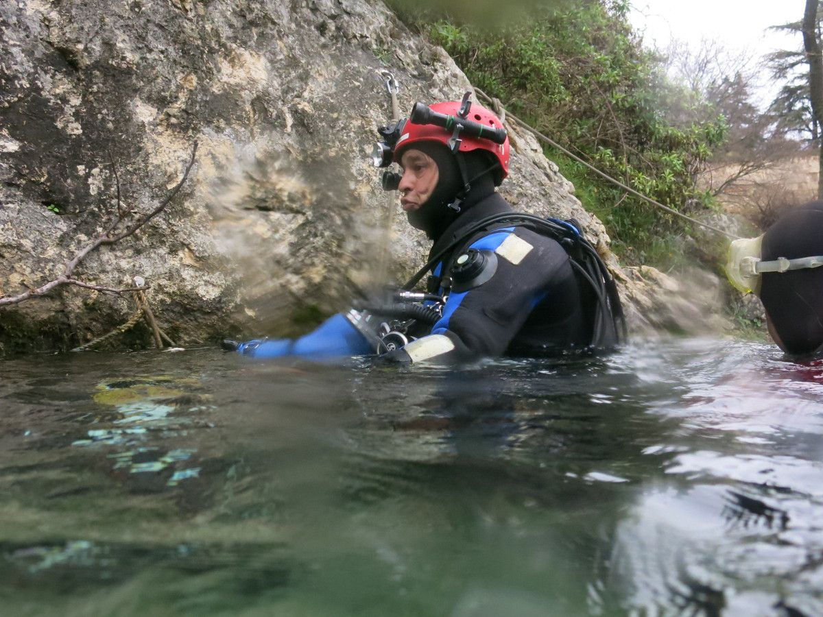 A notre tour de sauter dans l'eau à 14°C, au chaud dans les vêtements étanches.