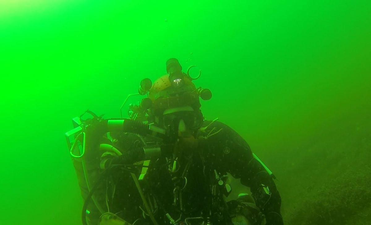 Gilles sur Joki, nageant dans une émeraude liquide  ( extarit Gopro)