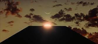 Dans 2001 l'odyssée de l'espace, Stanley Kubrick nous montre sans rien en dire, le secret de la terre plane et des astres tournant autour d'elle.