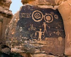 Quel secret cache ces spirales maudites ? Pourquoi la trouve t'on représenté avec des créatures humanoïdes reptiliennes, griffues et cornues, en jaillissant dans des dessins datant d'un autre age?