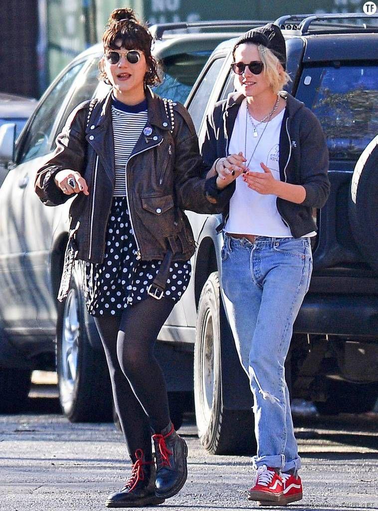Kristen Stewart est une esclave sexuelle MK-Ultra. Ici on la voit avec sa nouvelle compagne lesbienne.