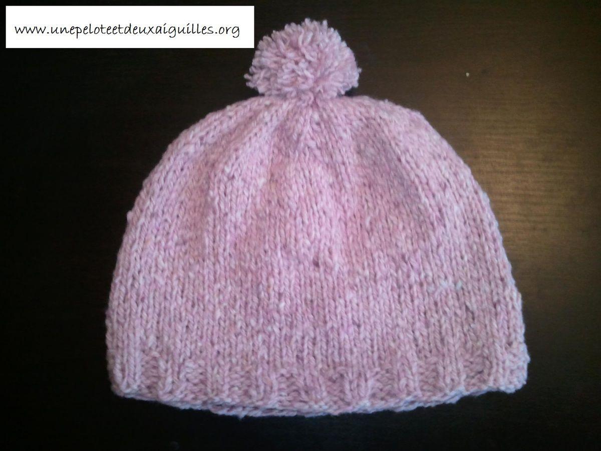 5cf3c26f078 Tricoter un bonnet pour bébé (9 mois   1 an) - Une pelote et deux ...