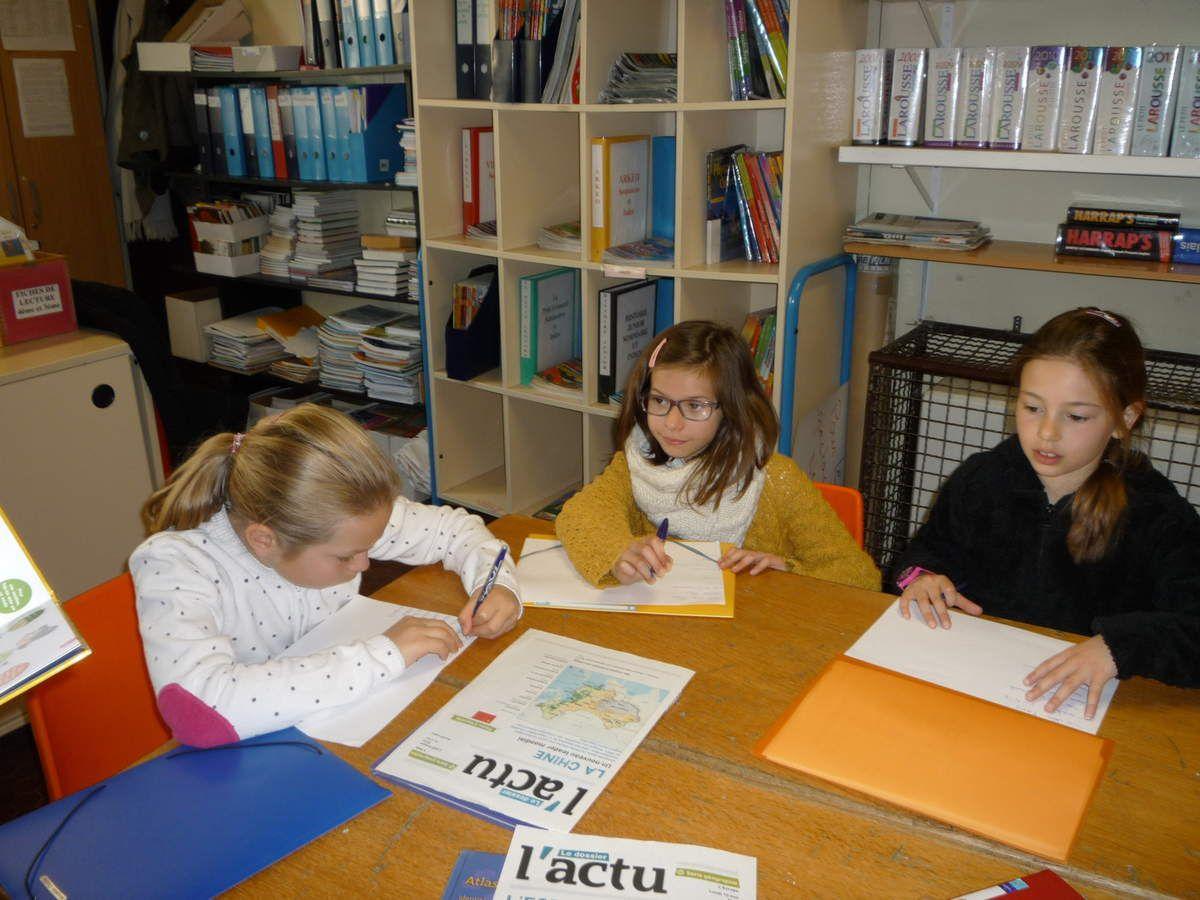 Ce matin les élèves de CE2 se sont rendus au CDI de l'école.