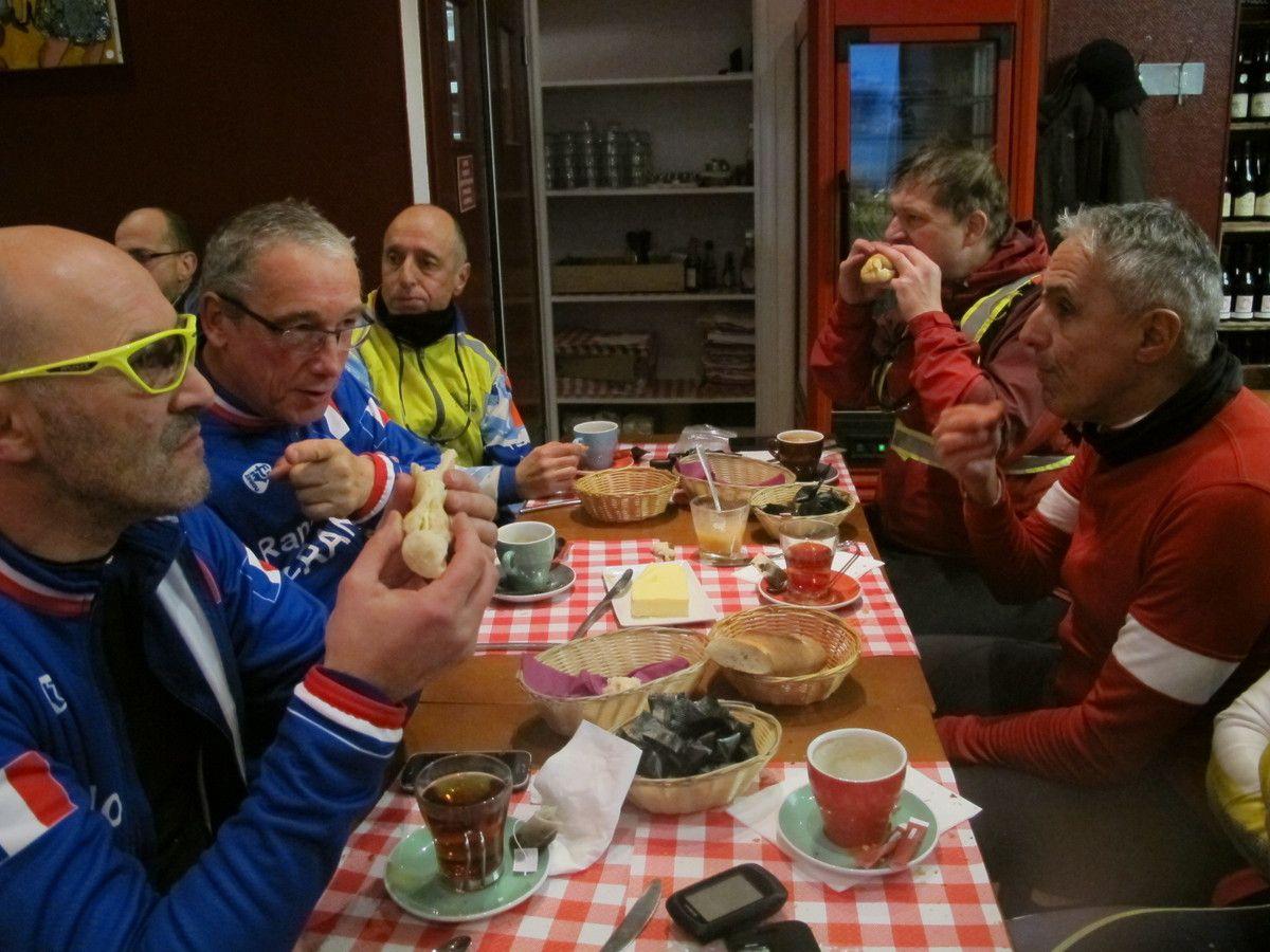 Bravo à Vincent qui a participé au 5 ième DODECAUDAX du Solstice, 200kms en nocturne et par -2°, on imagine la rudesse de l'épreuve.