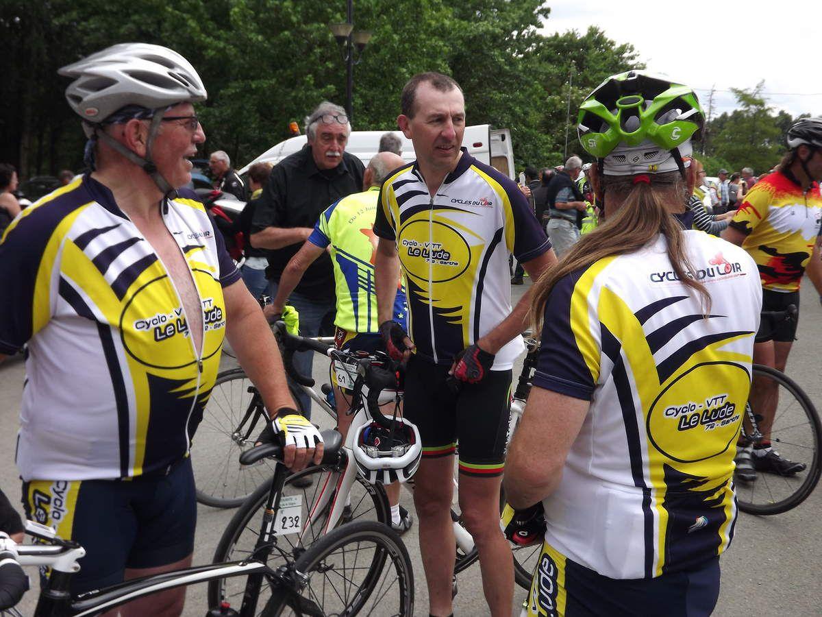 La 37ième édition du tour de la Sarthe cyclotouriste organisé par le cyclo club de la Vègre de Tennie. Huit de nos cyclotouristes ludois ont participé à cette sortie entre un à trois jours. Bravo à nos 3 jeunes cyclos Maxime, Amaury et Noah !