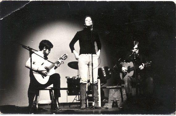TIA BLAKE cette belle étoile filante du folk-song qui est passée dans le ciel parisien en 1971...