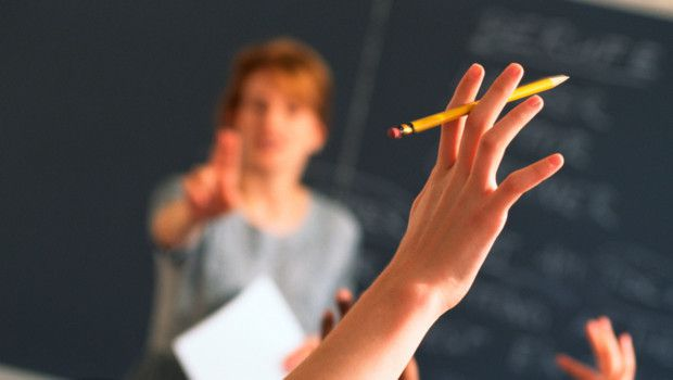 J' aime l' image d' un professeur qui reste le maître à bord... un maître qui guide, qui oriente...