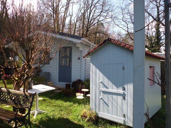 Bientôt je vais réinvestir ma cabane atelier...et les petits vont se réinstaller dans leur petit cabanon fait par Papy.L'été peut arriver !!