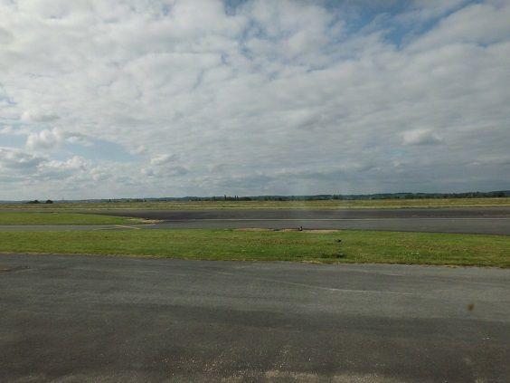 l'avion est arrivé de Charleroi à 19h05 et est reparti pour Charleroi à 19h35, moi dedans !!!