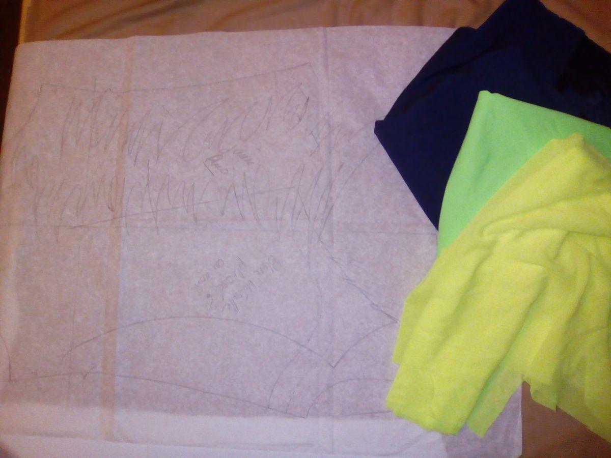 résilles et lycras jaune fluo, vert fluo et bleu marine de tissus Lionel (Paris)