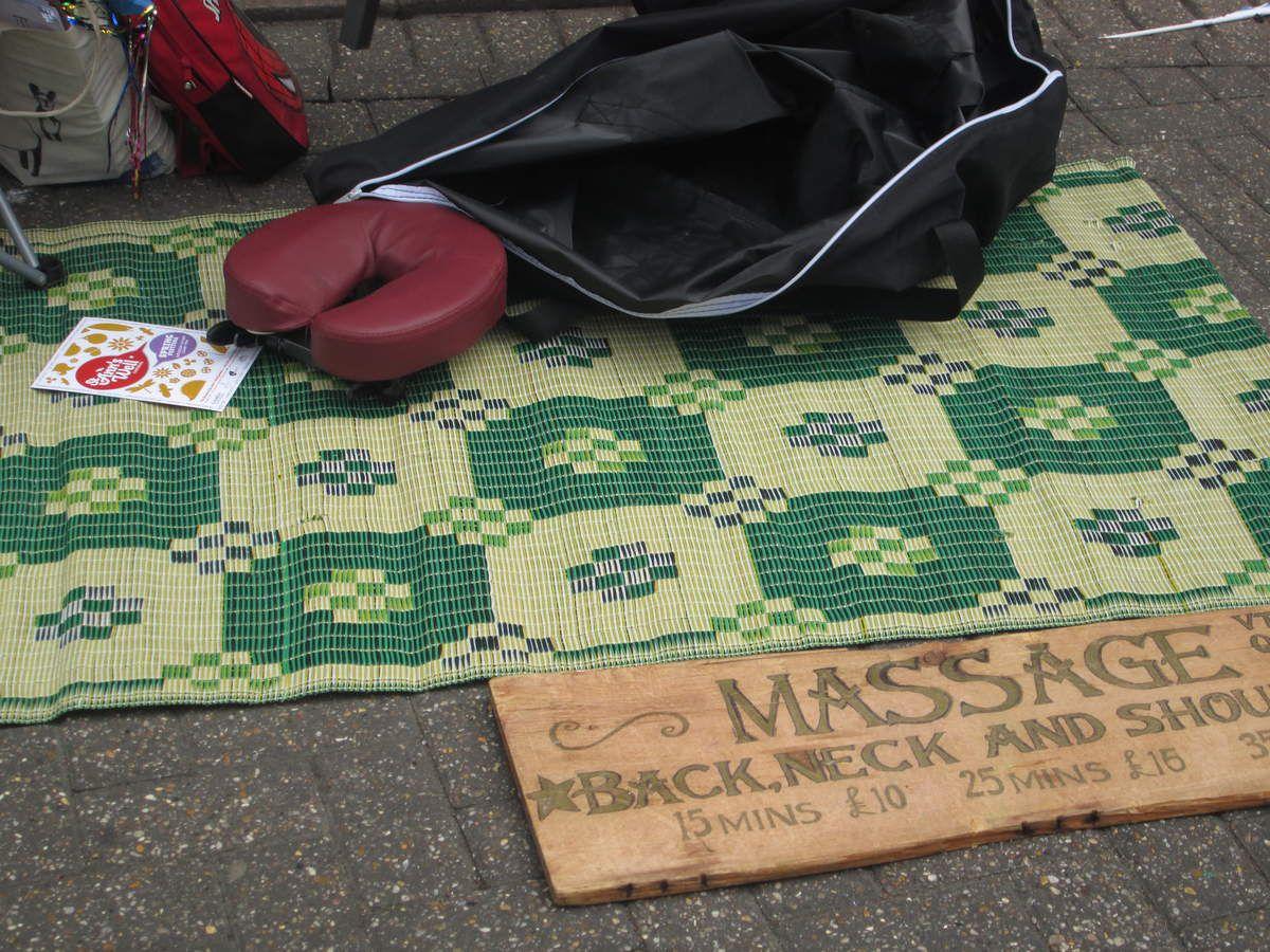 Brighton : masseuses et médiums dans la rue