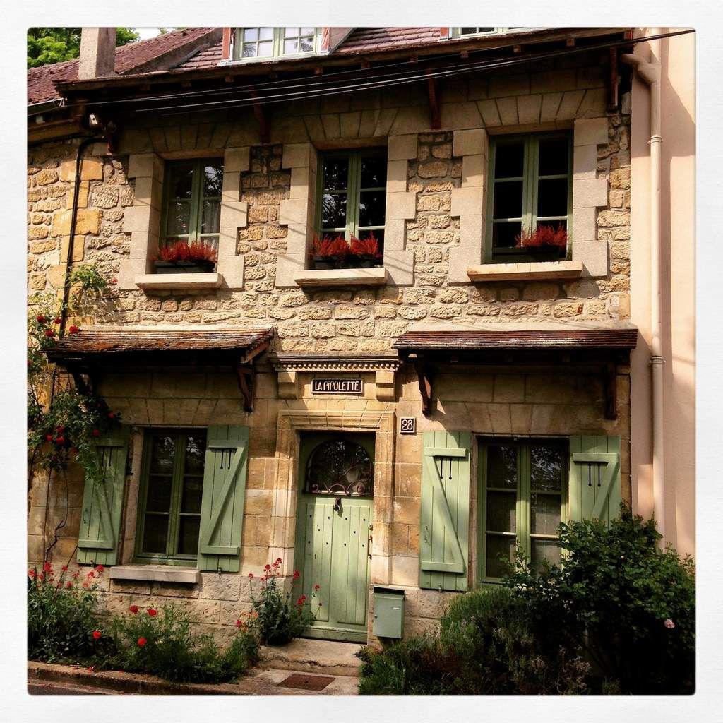 Rue Daubigny, ses maisons, ses glycines, ses détails charmants, œuvres de ses habitants