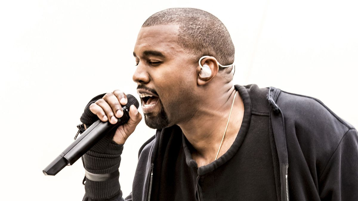 Kanye West &quot&#x3B;Champions&quot&#x3B; (Round &amp&#x3B; Round) Feat. Desiigner, Travis Scott, Big Sean, Gucci Mane, Yo Gotti, 2 Chainz &amp&#x3B; Quavo