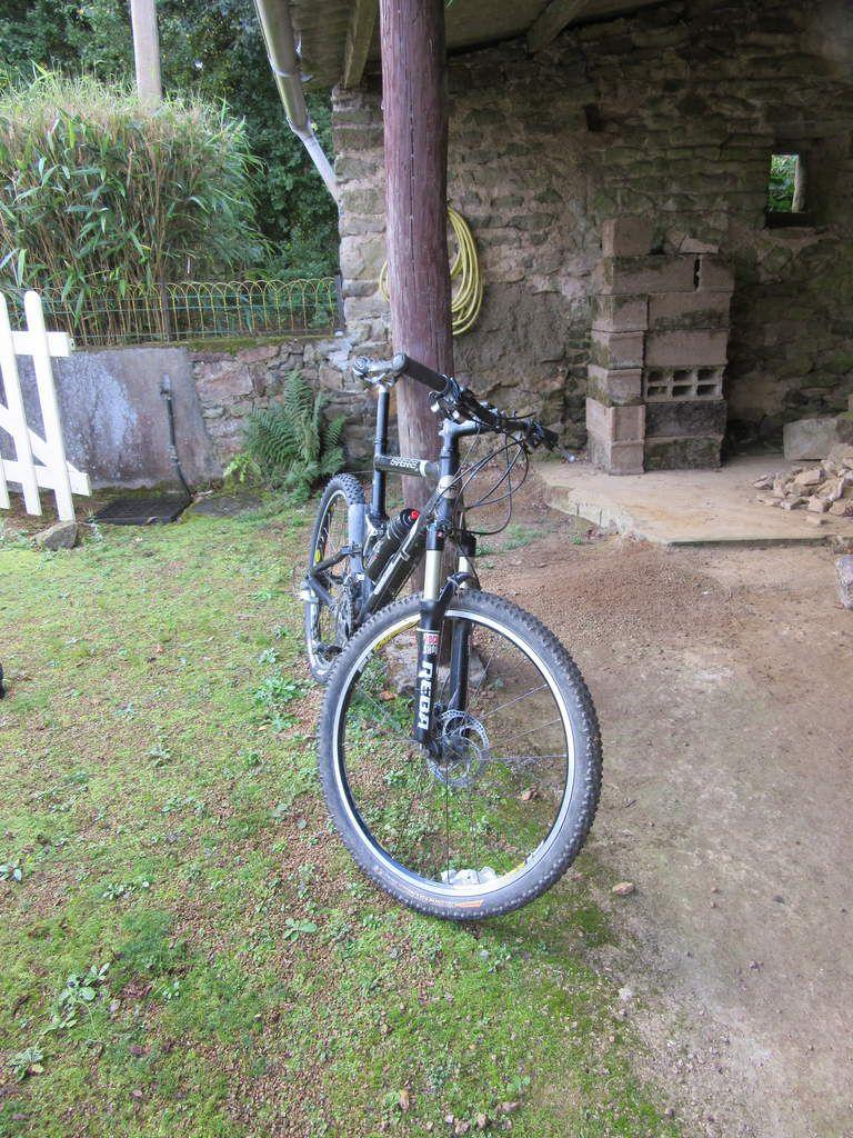 """le Vélo tout terrain de Bruno, un tout supensdu lapierre en 26 """", une espèce en voie de disparition, et Bruno"""