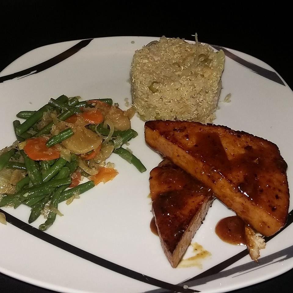 Tofu laqué et quinoa cantonais