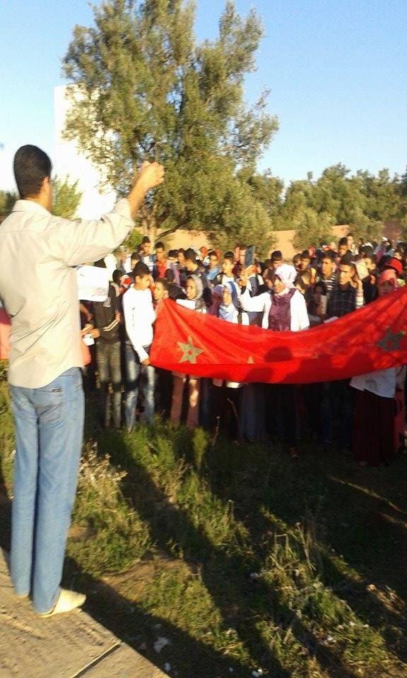 تلاميذ ثانوية إعدادية بإقليم الصويرة يعيدون تجسيد ملحمة المسيرة الخضراء في حفل تربوي عنوانه المواطنة