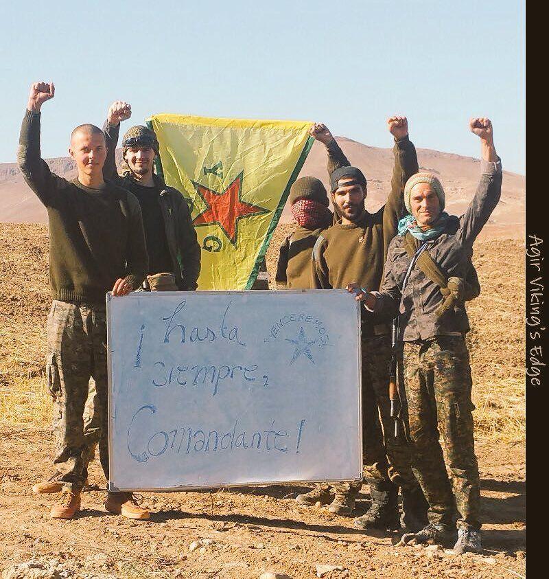 Combattants kurdes du YPG en Syrie rendant hommage à la révolution cubaine