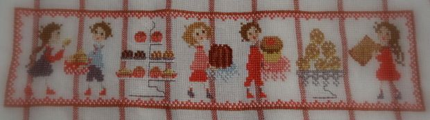 """Broderie: Torchon """"Aux petits biscuits"""" (2015-5)."""