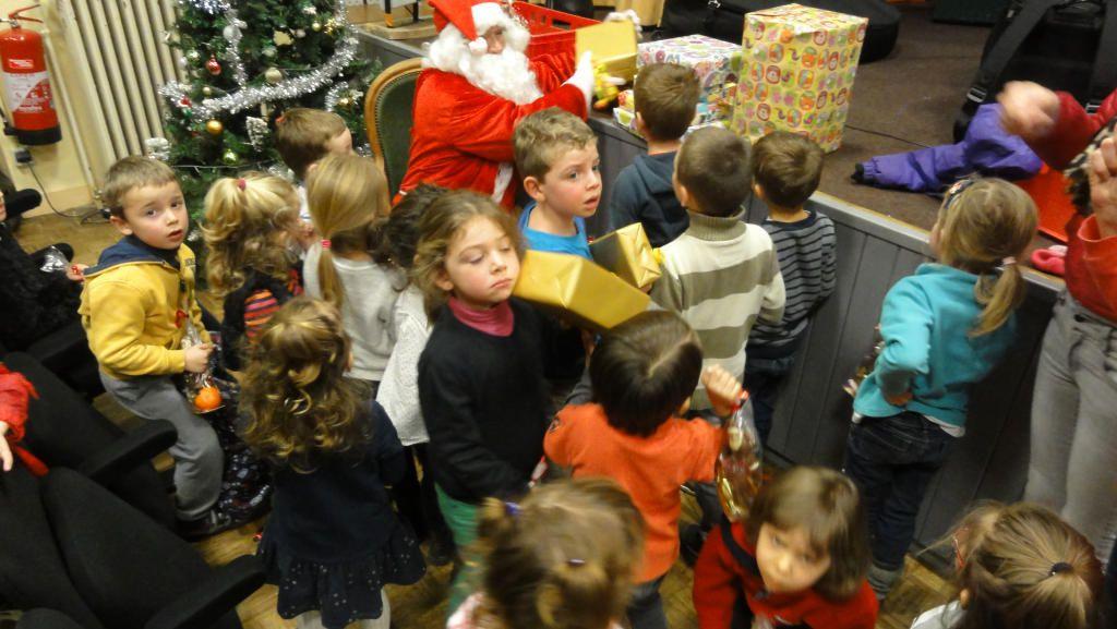 Spectacle offert par l'Amicale laïque [Katastroff Orkestar] et cadeaux du Père Noël - 15 décembre