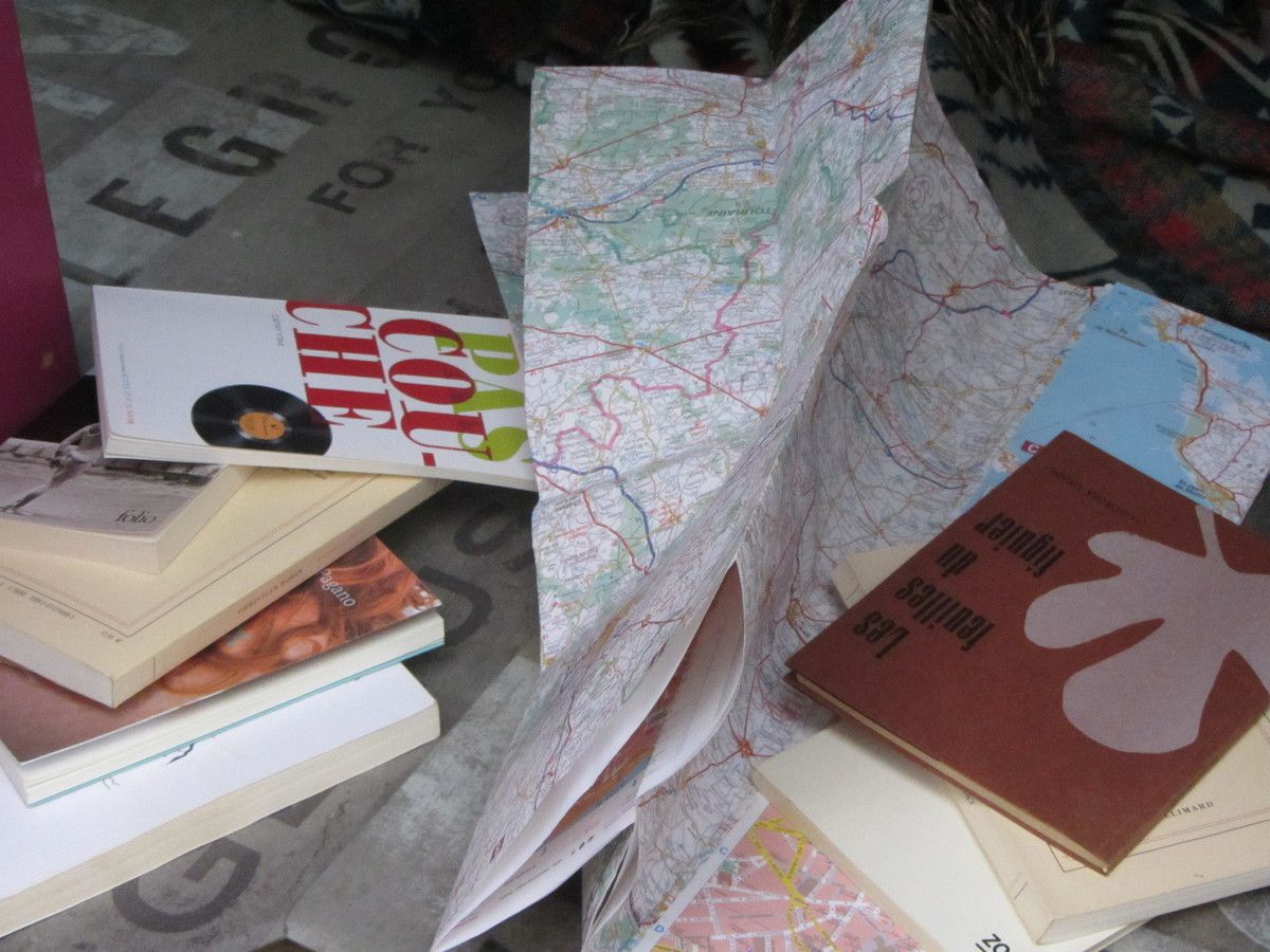 L'occasion de vous faire connaître quelques auteurs avec qui Clodine à RV lors de son périple (hors Pays de la Loire) :  Isabelle Damotte, Emmanuelle Pagano, Cathy Itak, Jean-Pascal Dubost, Dick Annegarn