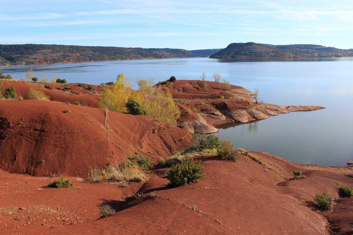 """Lac Salagou - image empruntée à """" Poussin voyageur """" ..."""