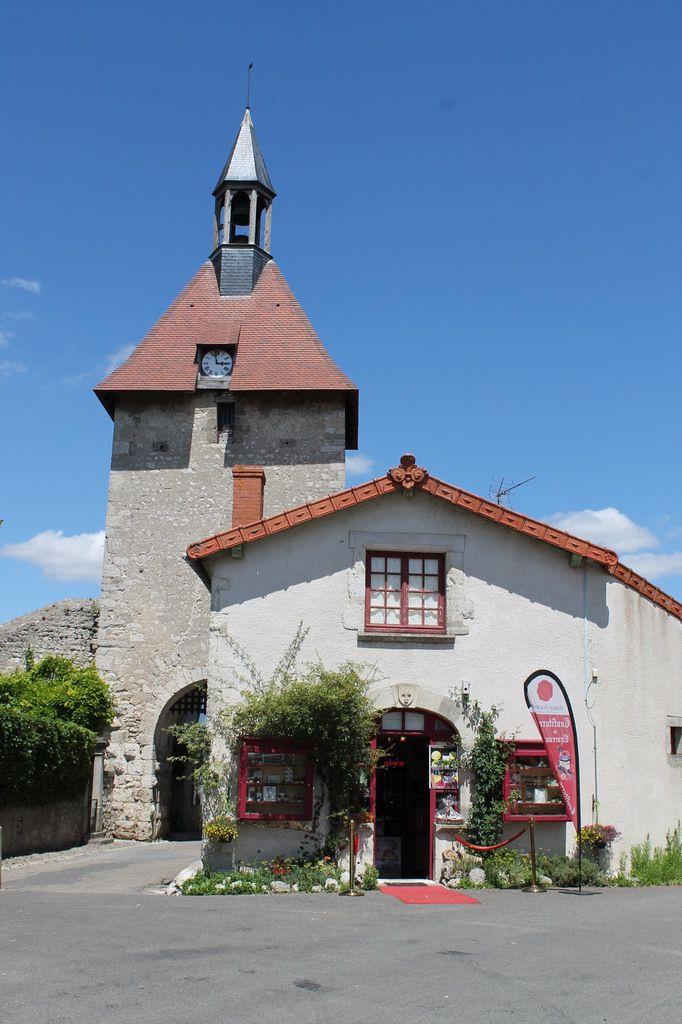 Vacances dans l'Allier :3éme chapitre : Charroux