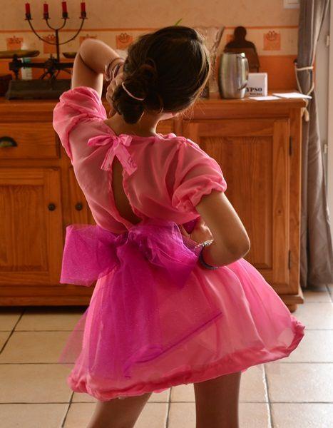 Costume de la poupée dans le soldat rose