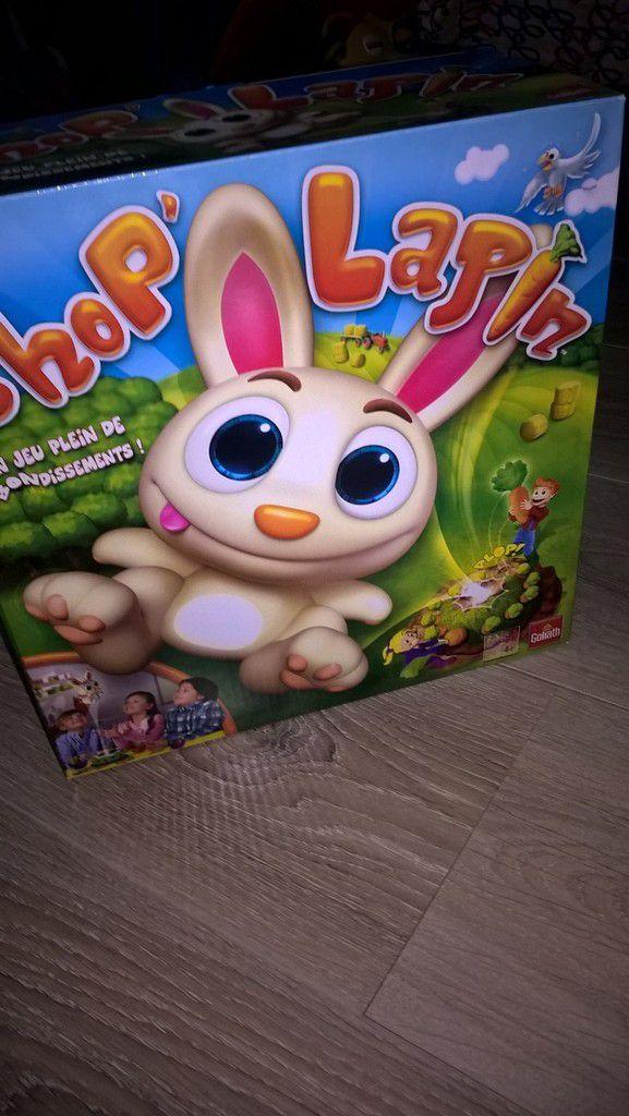 Super jeu de société avec un lapin sauteur qu'il faut essayer d'attraper!