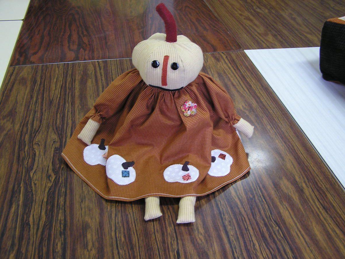 Elles ont de superbes idées les copines!!! C'est Marie-Christine H. qui a confectionné cette poupée, et c'est cette même poupée qui vous accueillera à la journée de l'amitié la semaine prochaine.