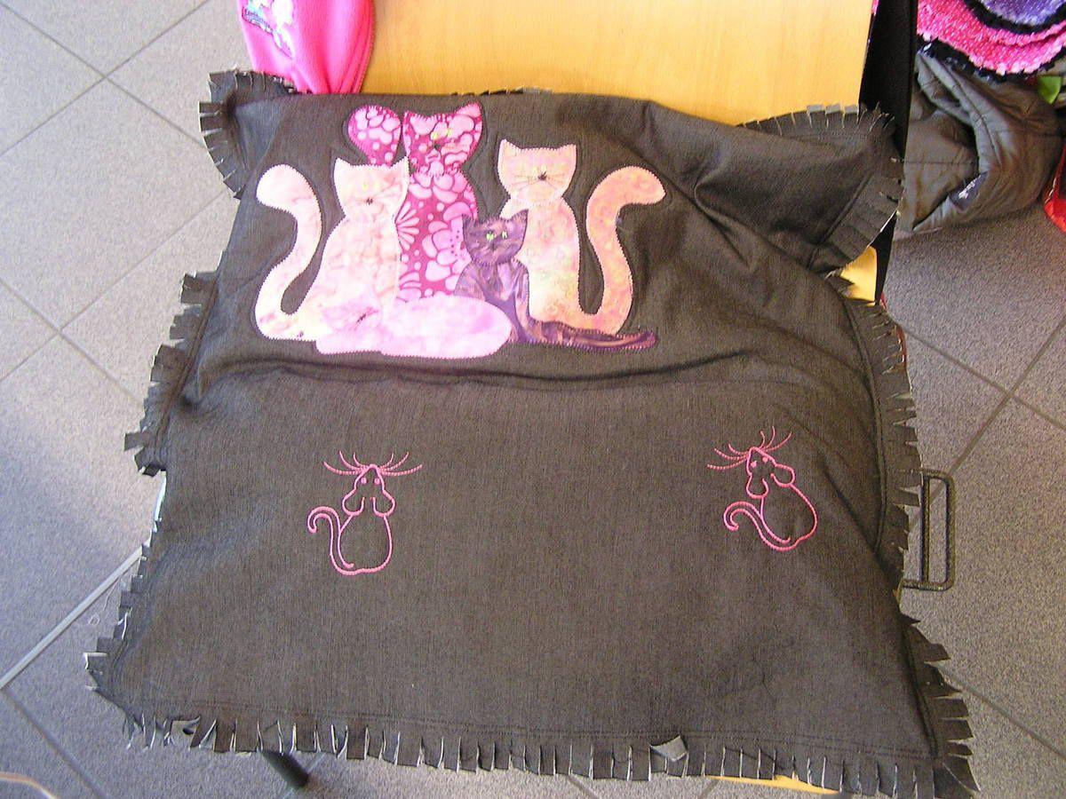 Et pour terminer un coussin réalisé par Marie-Christine G.. Attention les souris, les chats ne sont pas loin!!!!!