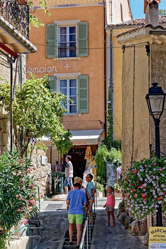 Moustiers-Sainte-Marie  Alpes de Haute-Provence - 4
