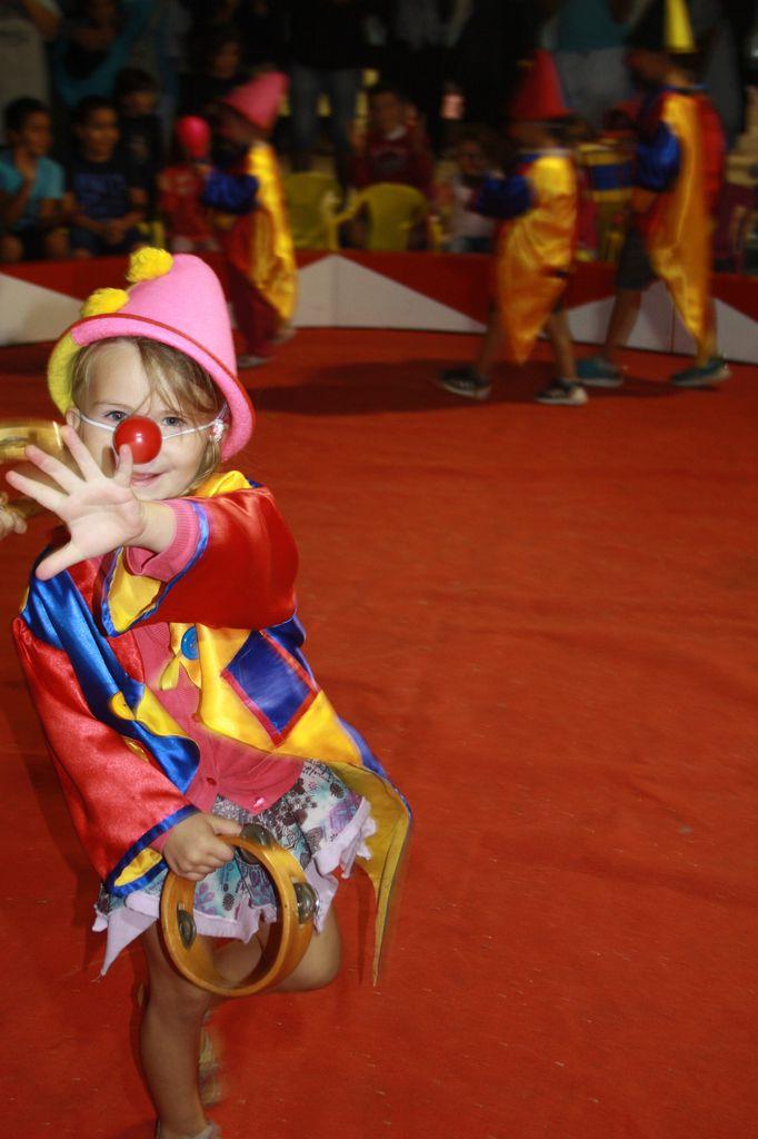 Fête foraine pour les petits et spectacle de clowns avec Auriane et Maxence en guest-stars!