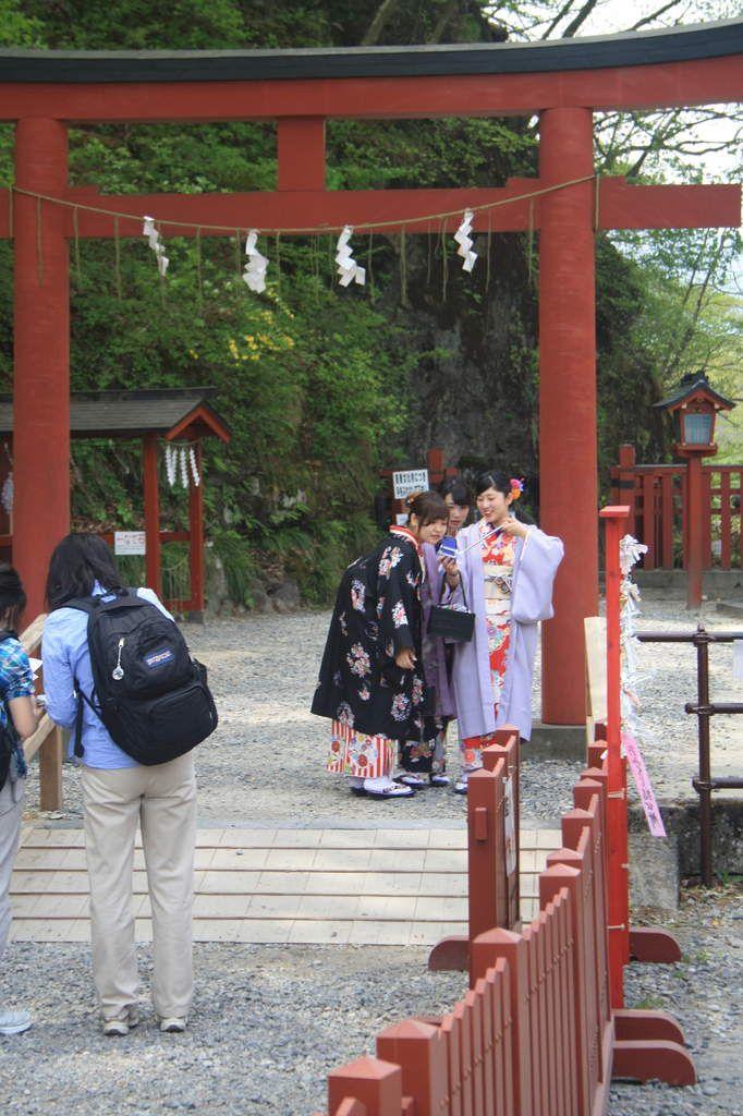 Le 1er temple bouddhiste du Japon fut construt à Nikko qui devint par la suite un centre bouddhiste puis shintoïste très réputé. Nous y avons rapporté de superbes lithographies réalisées par un artisan devant nos yeux.