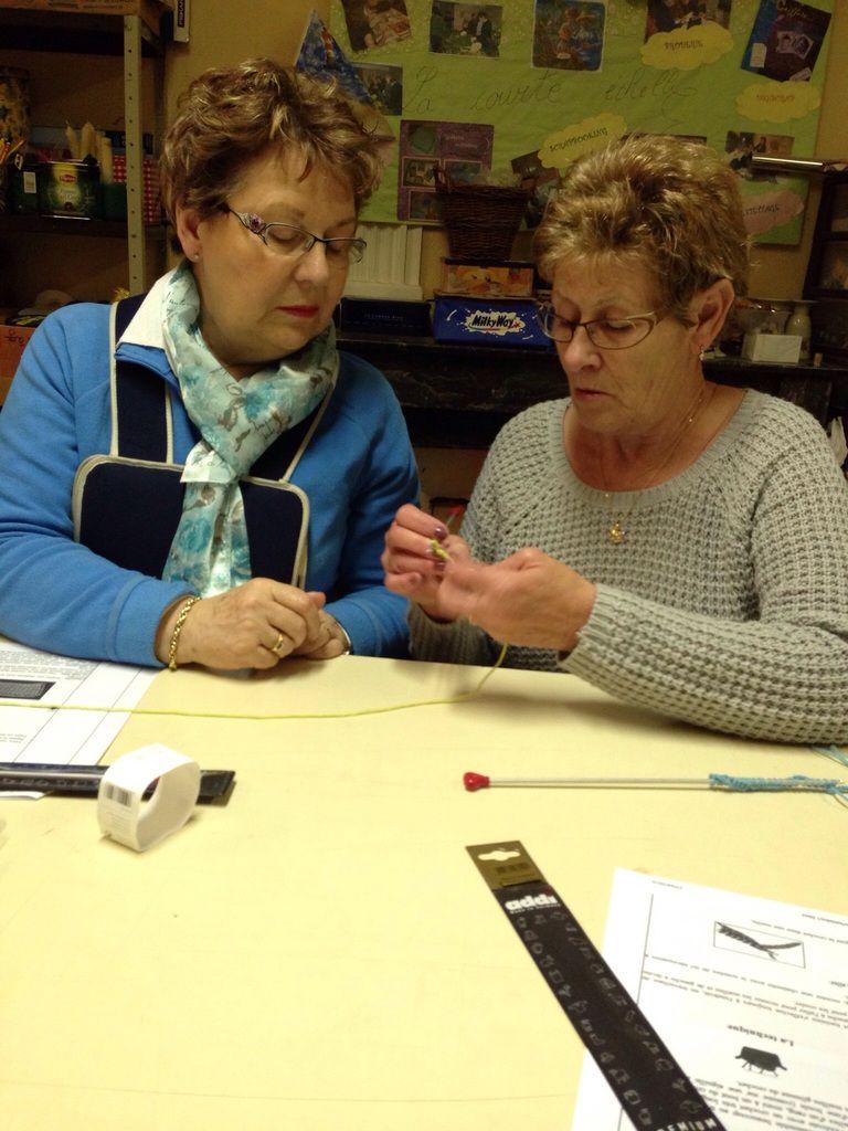 """Sur une idée de Chrystelle et avec l'aide de Martine, nous avons appris le crochet tunisien. Entre le crochet """"normal""""et le tricot, de beaux ouvrages devraient voir le jour....."""