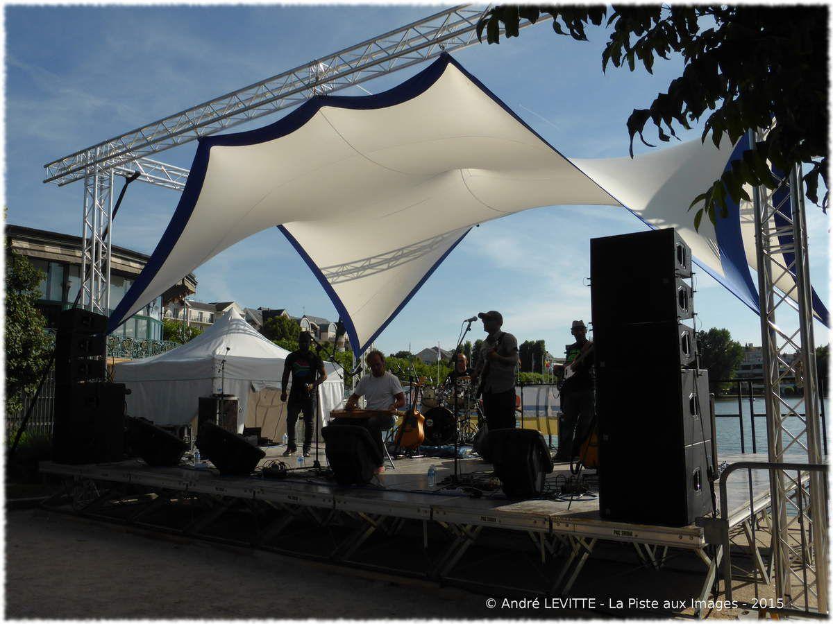 """""""Initialement formé à la Réunion, Toguna est un groupe de folk rock reggae avec un style très personnel et universel à la fois."""""""