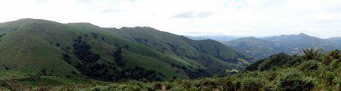 Panoramique sur la chaine des Pyrénées depuis Adarré.