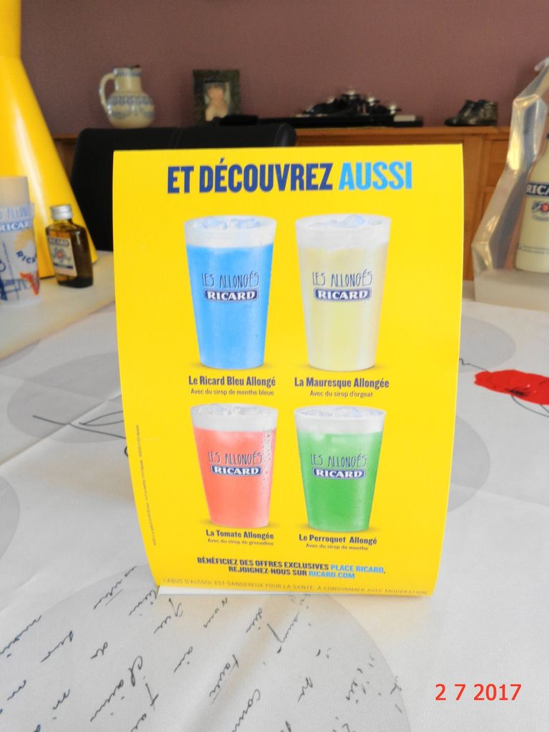 Pub Ricard allongés en Version Longue