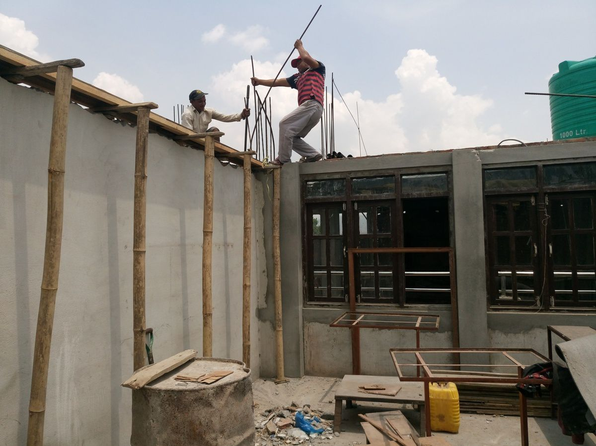 Travaux l 39 cole de l 39 association toit bhaktapur n pal for Association travaux maison