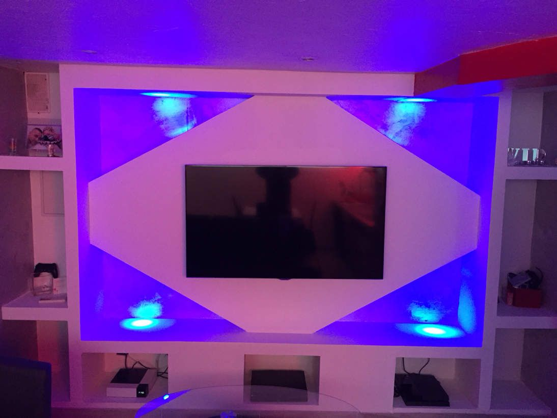 Meuble tv placo design led deco mezben for Decoration salon avec ba13