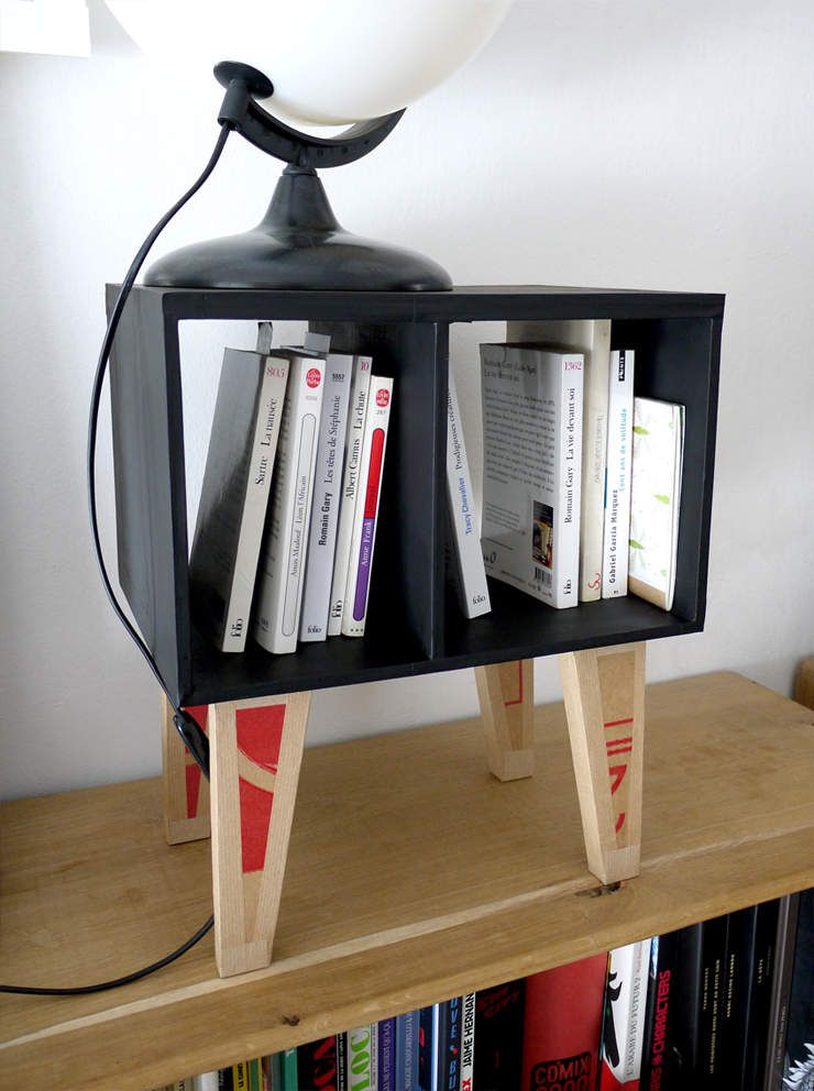 FABRIC - Une table de chevet encarton