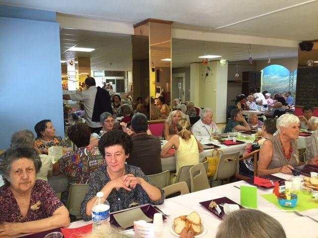Samedi 25 repas des familles à la Maison de retraite d'Elne