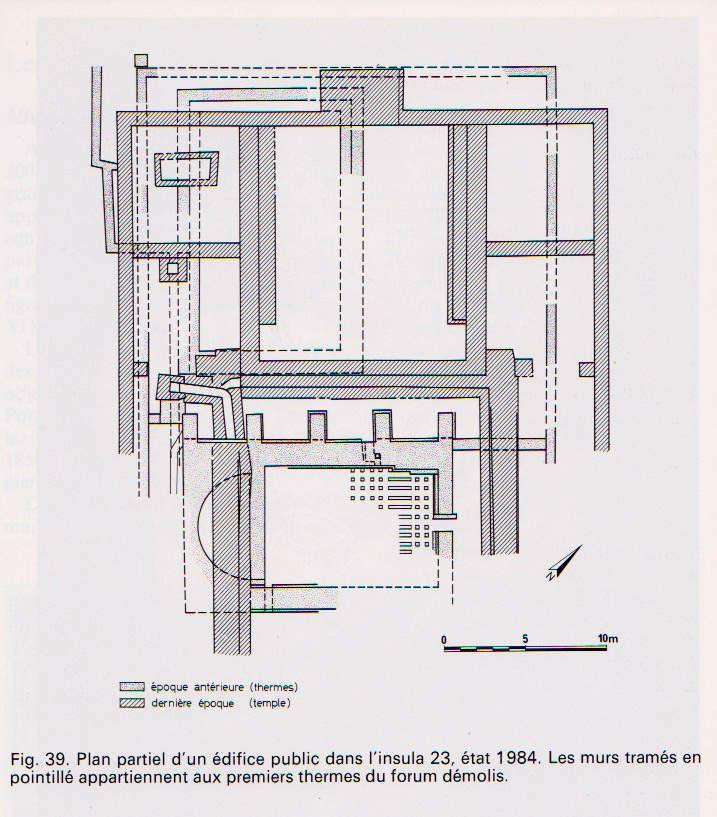 Plan partiel d'un édifice public dans l'insula 23, état 1984. Les murs tramés en pointillé appartiennent aux premiers thermes du forum démolis.