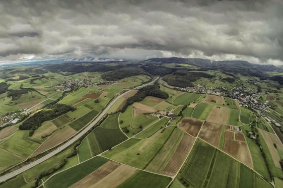 Vue aérienne de la vallée de Frick dans le canton d'Argovie. Image: Patrik Walde.