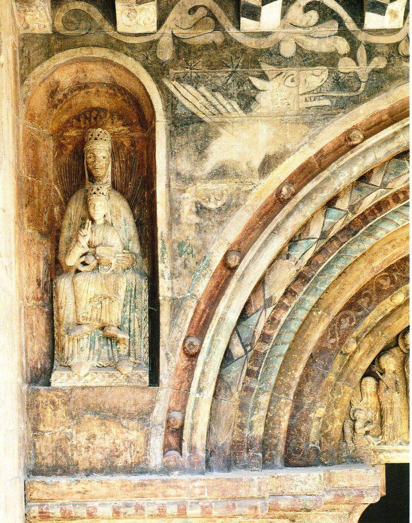 Statue de la Vierge à l'Enfant, dans l'angle supérieur gauche du portail méridional.