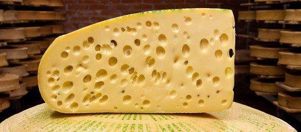 Le fromage Emmental.