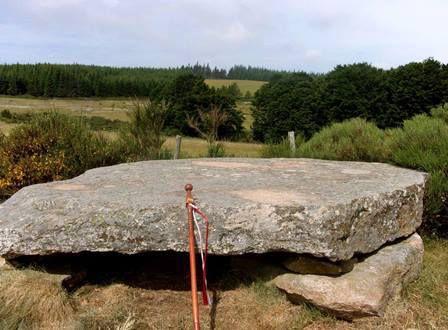 Le dolmen de Thort.