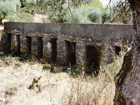 Pont sur le rio  Mouros à sec.