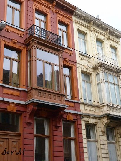 Déjà les façades des maisons. Comme d'habitude, les 3/4 du futur album photo pour cette ville sera rempli de façades. L'architecture est charmante, un mélange d'Angleterre avec de l'art déco et de classique !